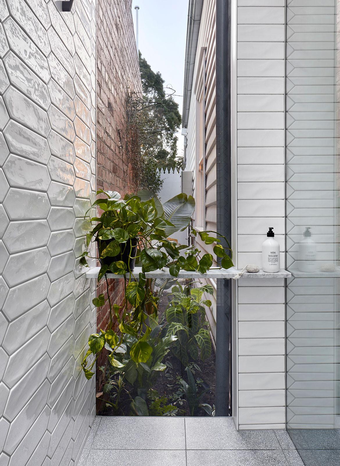 House 184 Blank Canvas Architects CC Tatjana Plitt Shower