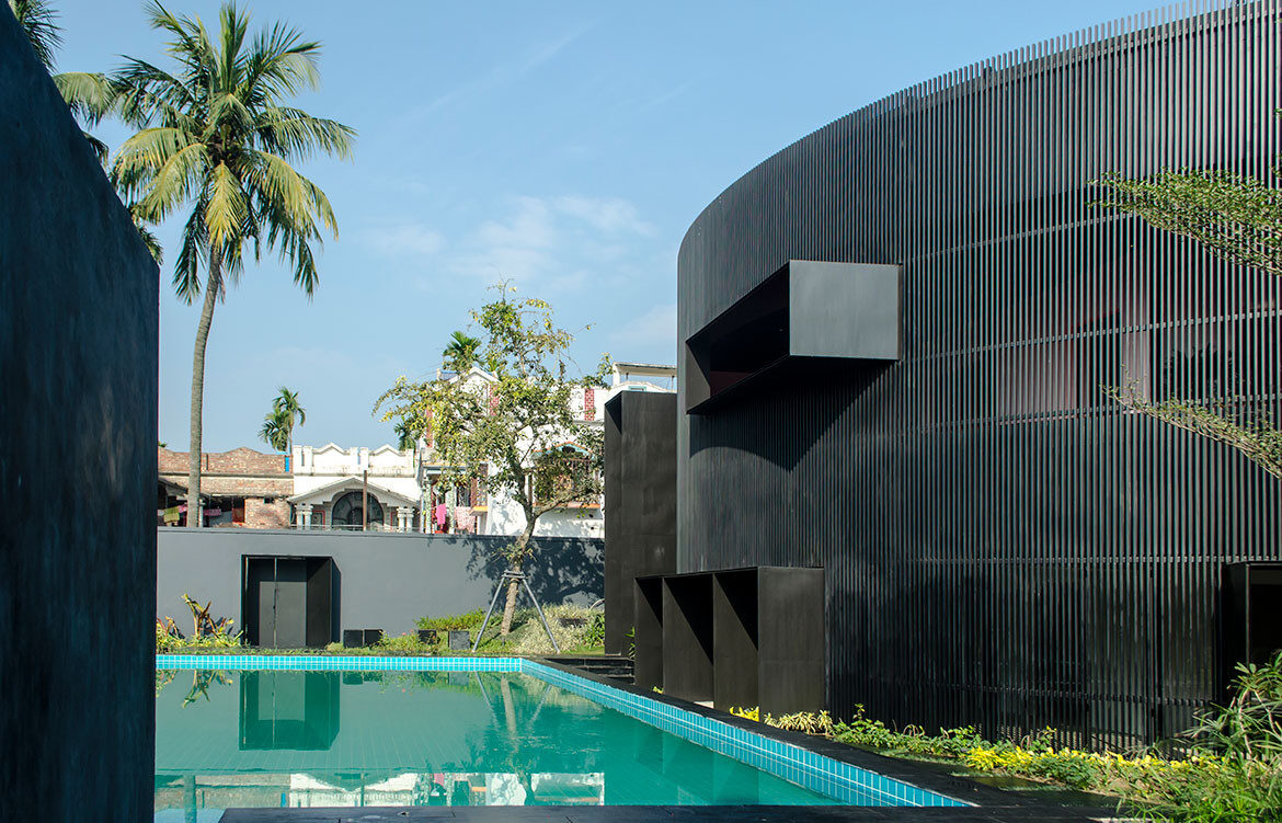 House Of Sweeping Shadows Abin Design Studio CC Ravi Kanade Chaudhuri Samya Ghatak