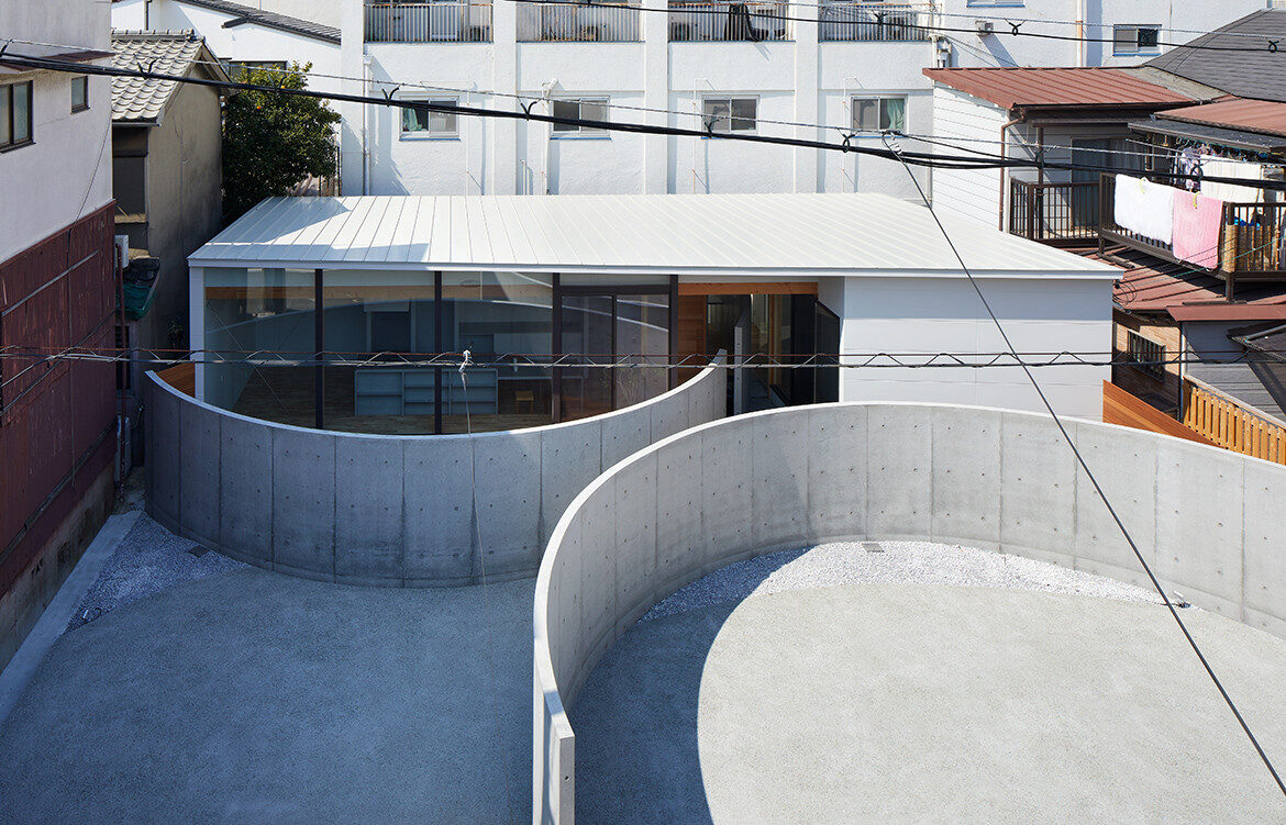 House in Konohana by FujiwaraMuro Architects | concrete rendered facade | inner-city living