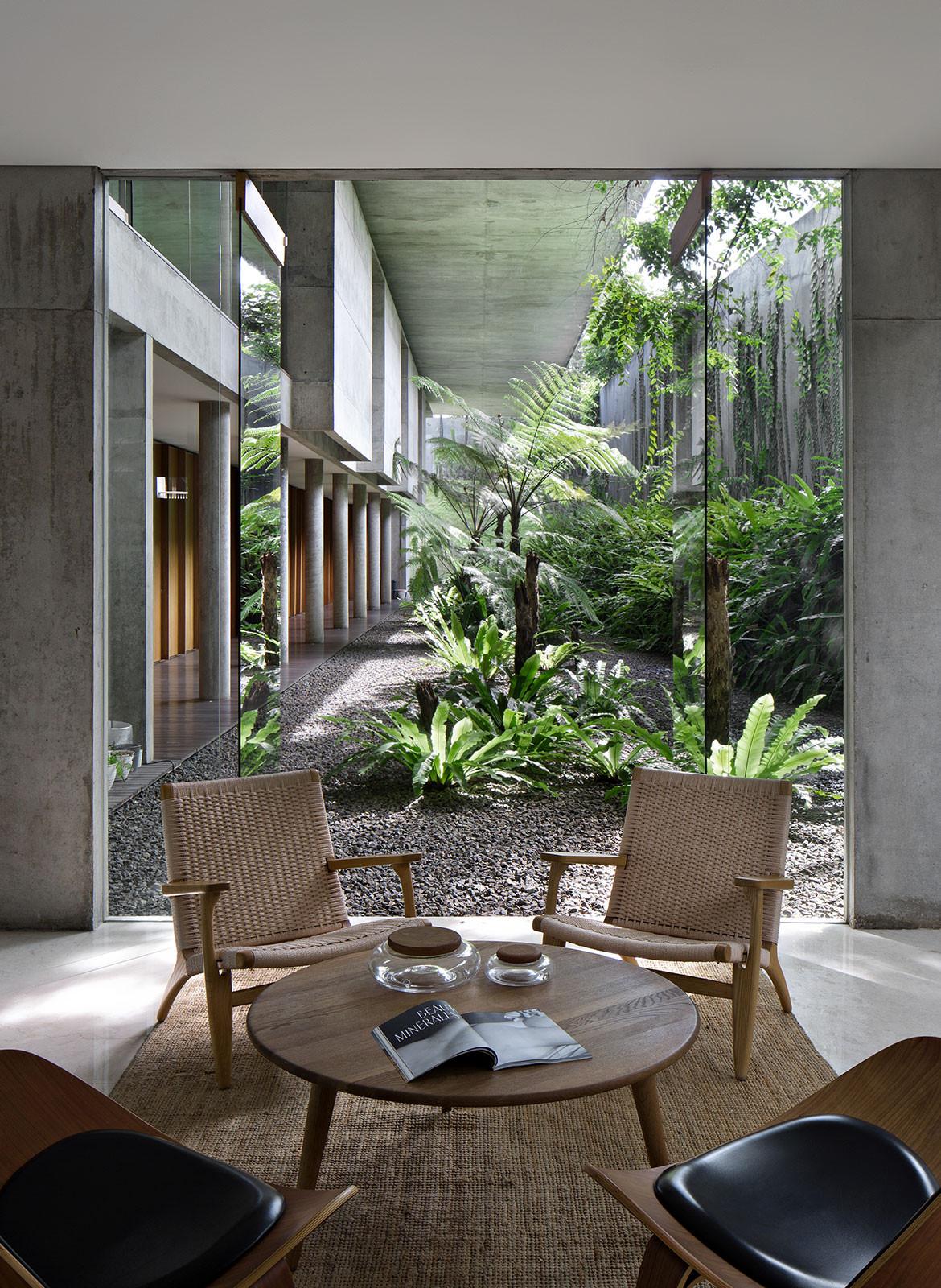 IH Residence Andra Matin CC Mario Wibowo dining courtyard