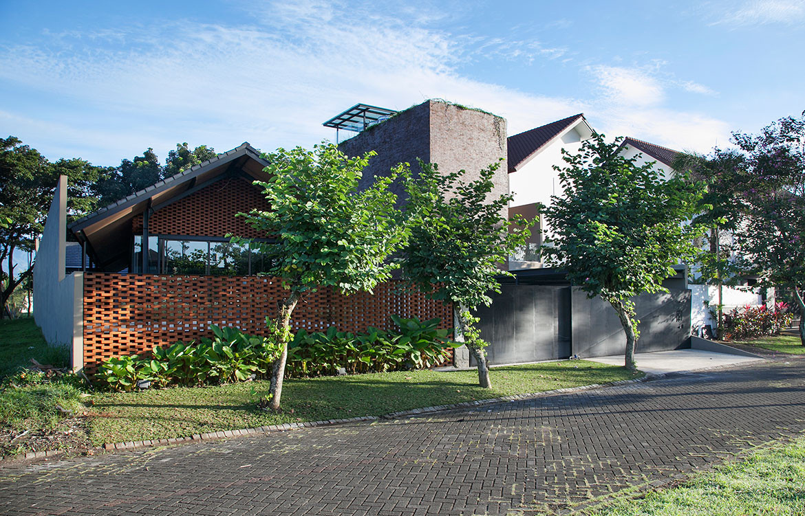 Roemah Kampoeng by Paulus Setyabudi Architect (Indonesia) cc Sonny Sandjaja | Habitus House of the Year 2019