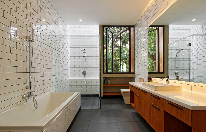 Inside Out House Tamara Wibowo Architects cc Fernando Gomulya bathroom
