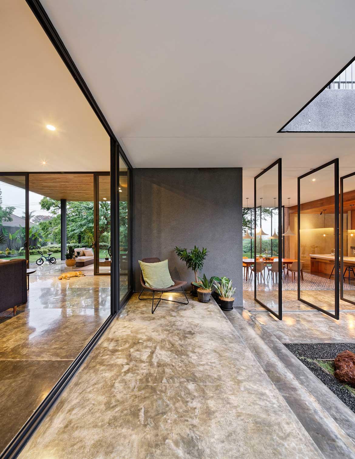 Inside Out House Tamara Wibowo Architects cc Fernando Gomulya corridor