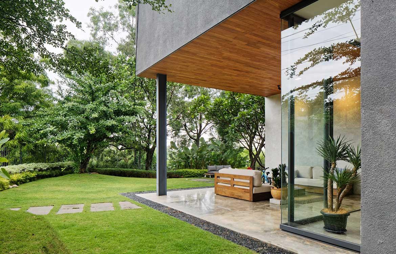 Inside Out House Tamara Wibowo Architects cc Fernando Gomulya outdoor living