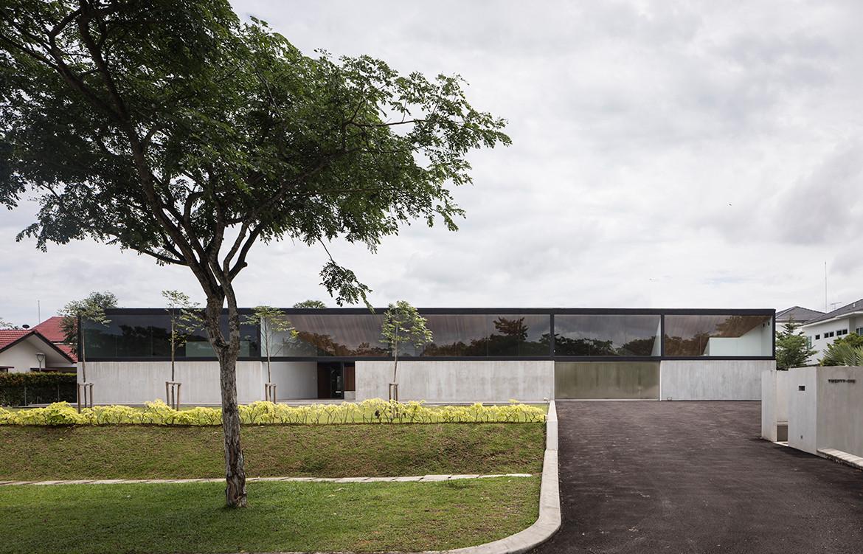 Cloister House Formwerkz CC Fabian Ong driveway