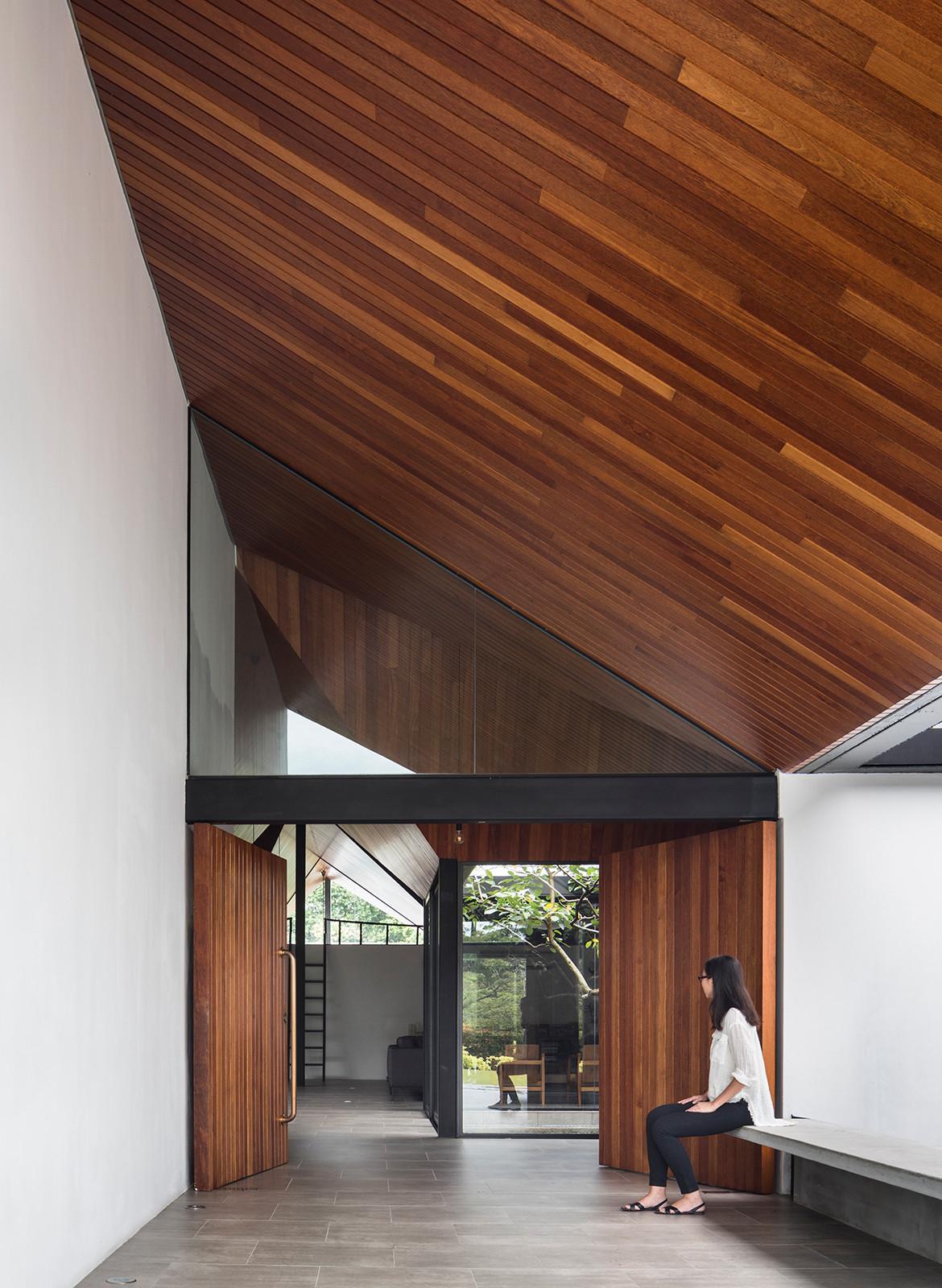 Cloister House Formwerkz CC Fabian Ong entrance slant roof