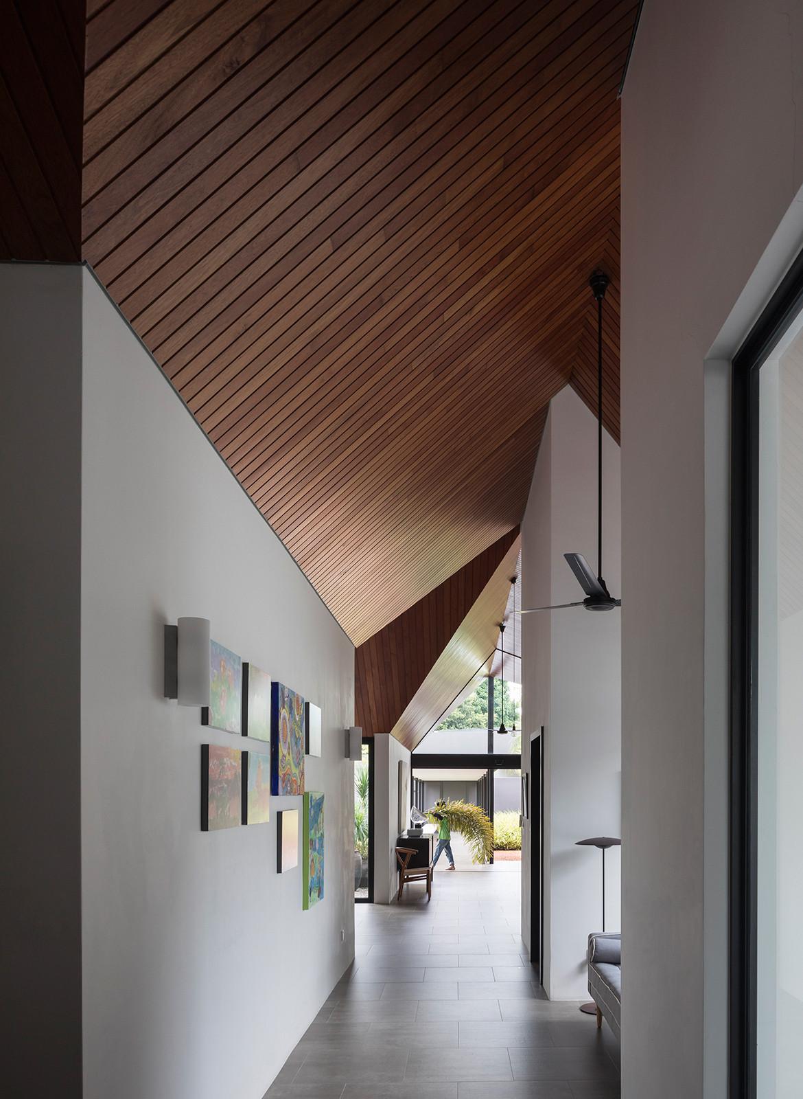 Cloister House Formwerkz CC Fabian Ong corridor