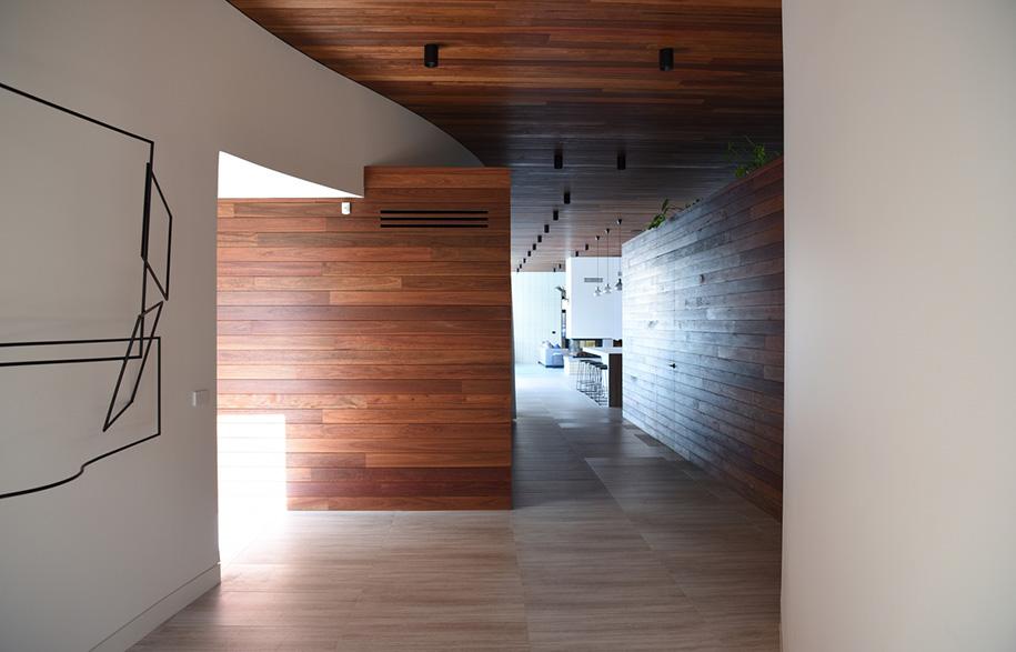 KAVELLARIS URBAN DESIGN Ivanhoe House corridor