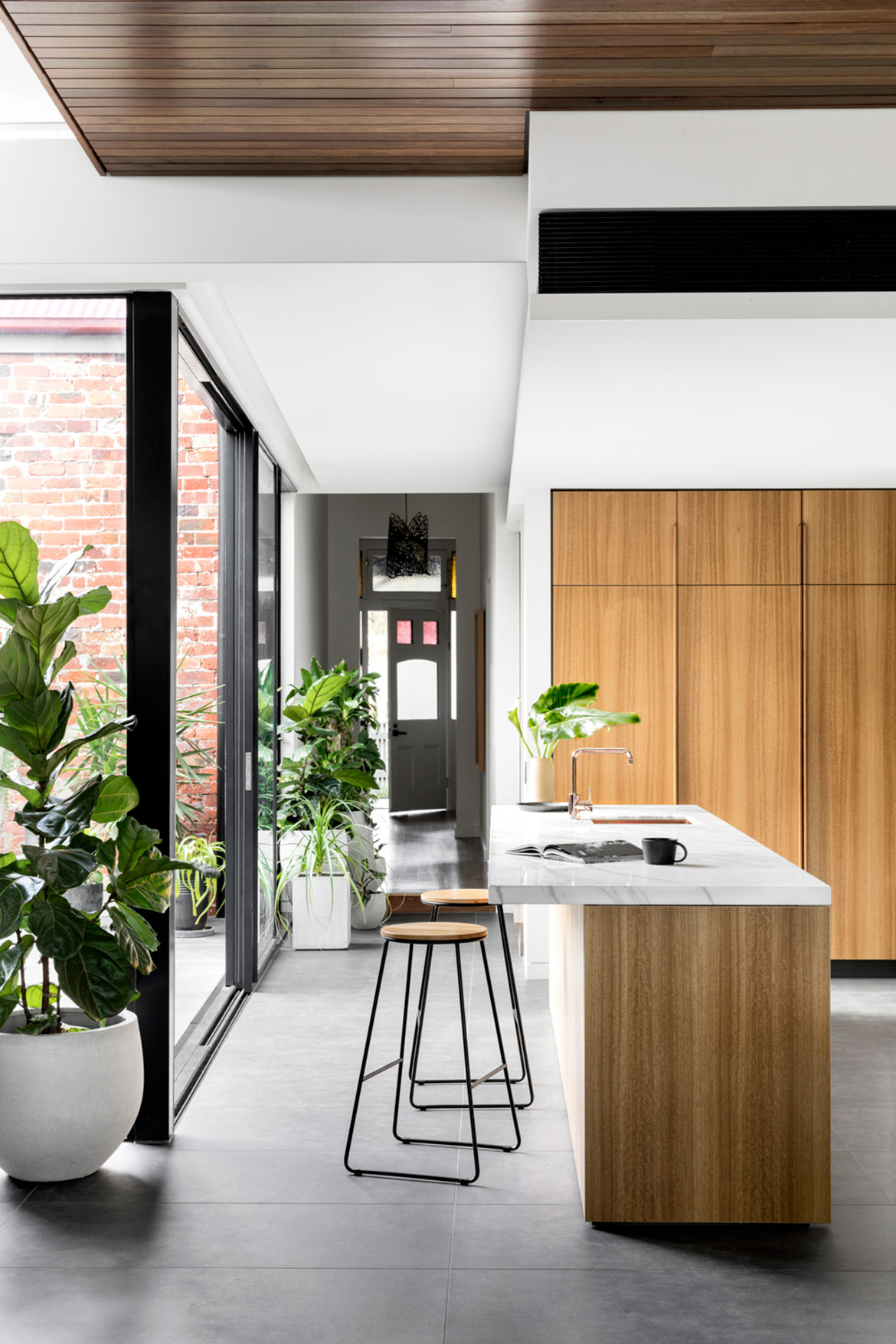 K2 Kitchen System Cantilever Colin Hopkins Bette Poulakas CC Martina Gemmola kitchen island bench