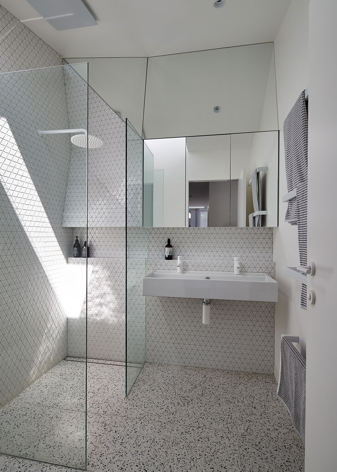 K2 House FMD Architects Fiona Dunin cc Peter Bennetts bathroom