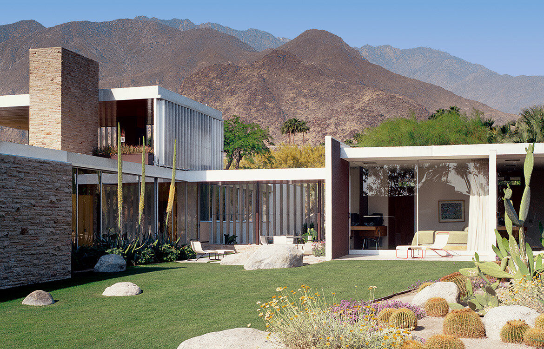 Kaufmann House, Richard Neutra, Palm Springs, California (US), 1947. Picture credit: Julius Shulman / © J. Paul Getty Trust. Getty Research Institute, Los Angeles (2004.R.10)