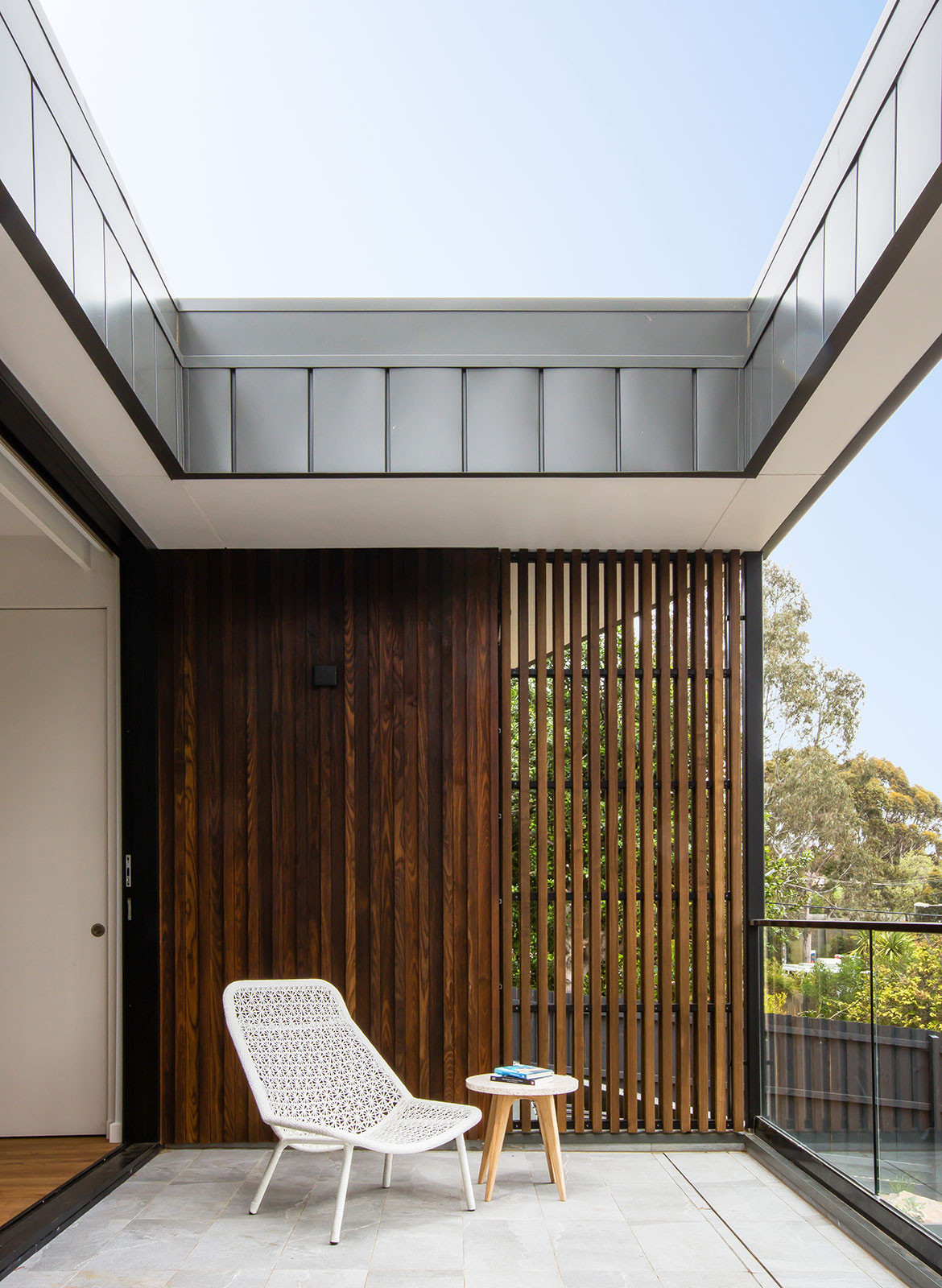Kew East House Jost Architects CC Shani Hodson-Zoso balcony open roof