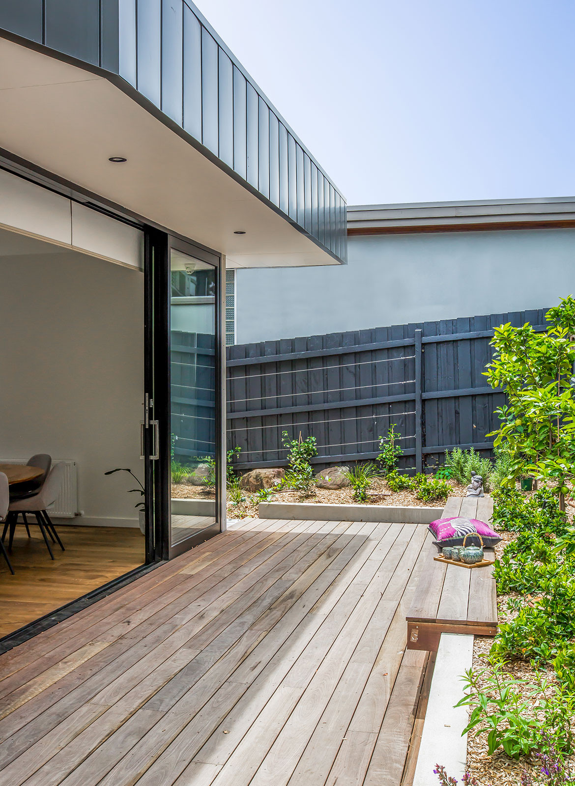 Kew East House Jost Architects CC Shani Hodson-Zoso outdoor deck