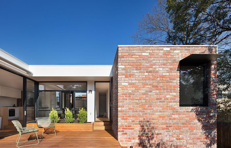 Kew Villa McManus Lew Architects CC Emily Barlett back deck