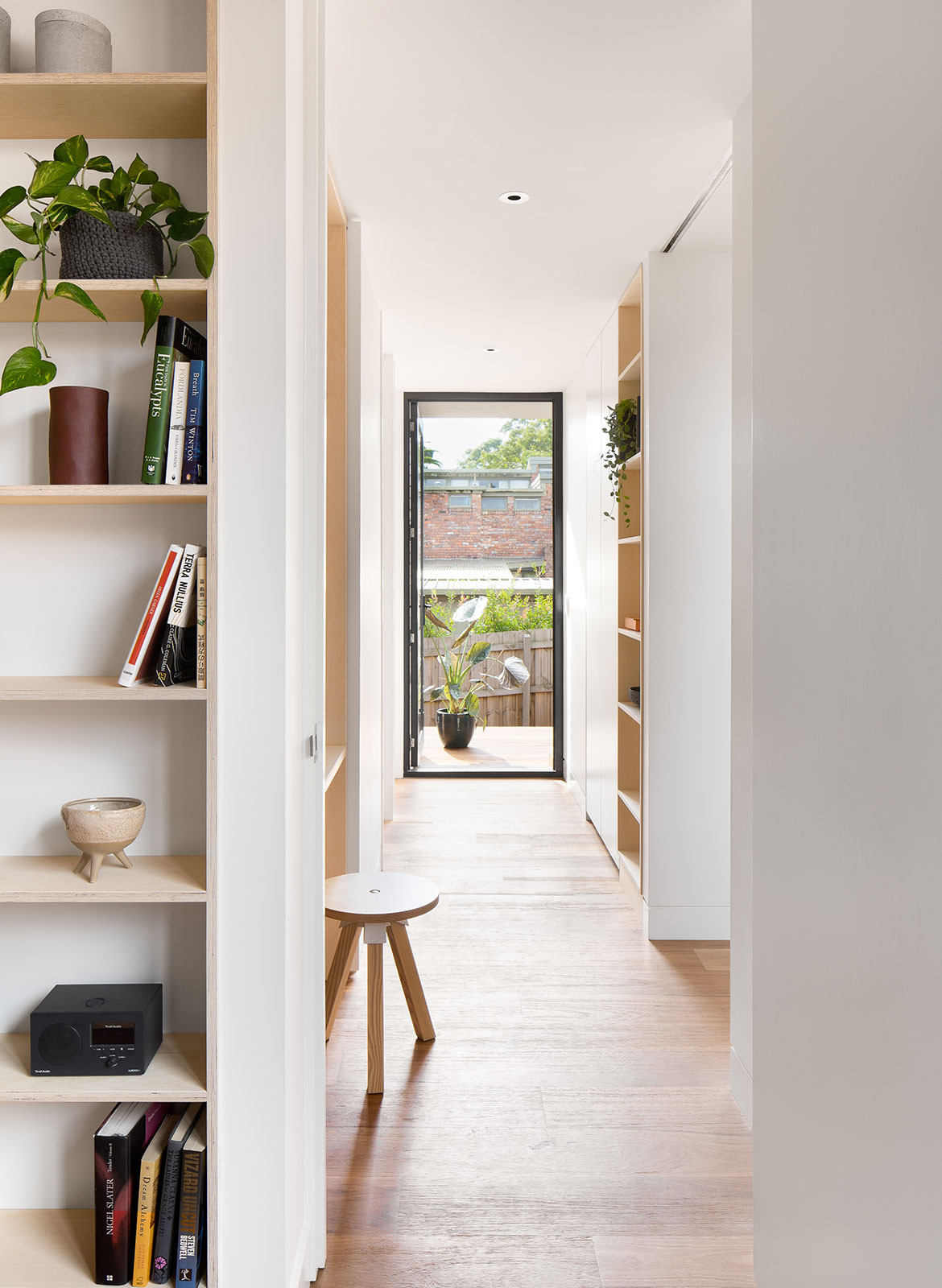 Kew Villa McManus Lew Architects CC Emily Barlett | Habitus Living corridor