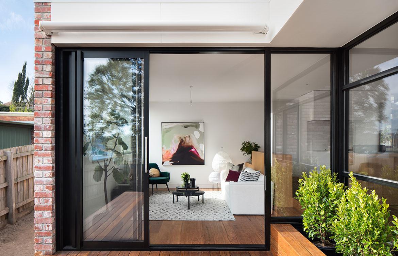 Kew Villa McManus Lew Architects CC Emily Barlett living