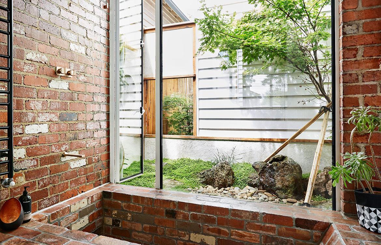 Kiah House Austin Maynard Architects cc Tess Kelly brick bathtub