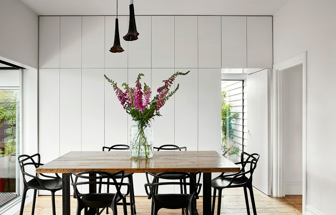 Kiah House Austin Maynard Architects cc Tess Kelly dining kartell chairs