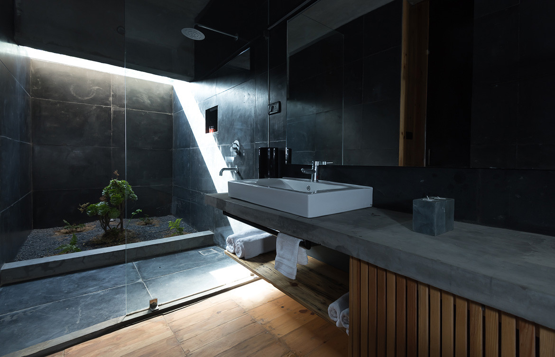 Kumaon Zowa Architects India cc Akshay Sharma bathroom