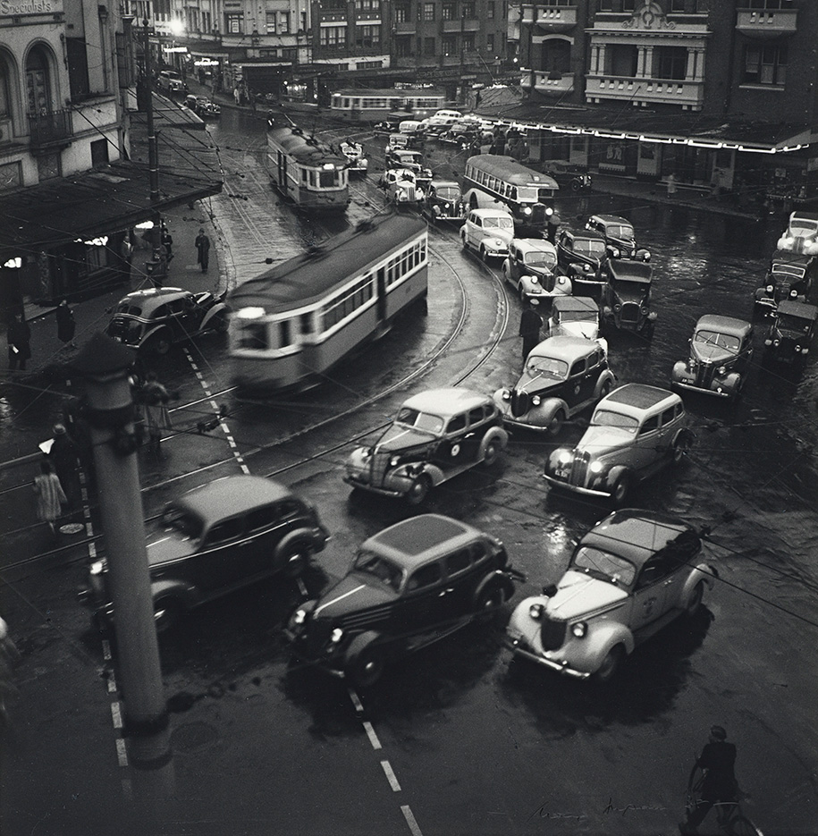 Max_Dupain_Rush-hour-in-King's-Cross-1938