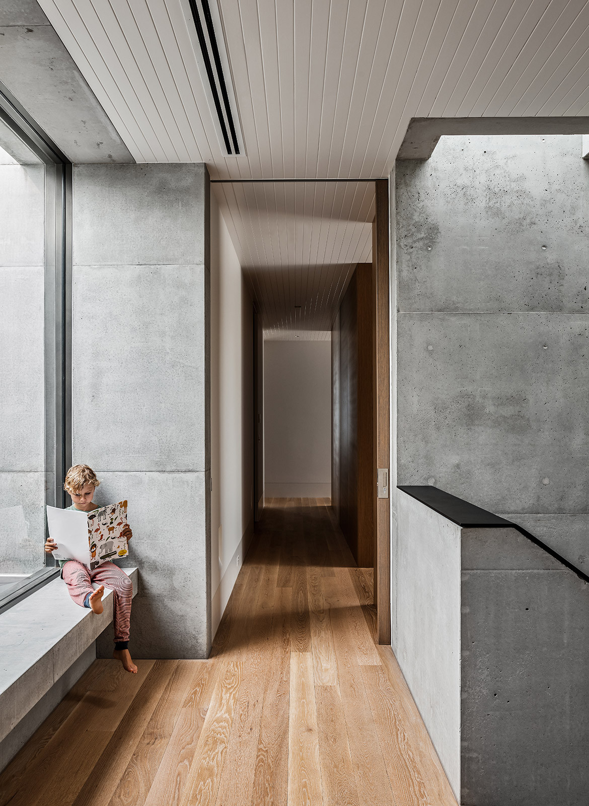 Mermaid Beach Residence B.E Architecture Queenslander Architecture CC Andy MacPherson hallway