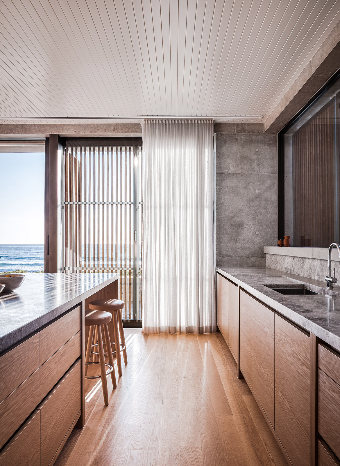 Mermaid Beach Residence B.E Architecture Queenslander Architecture CC Andy MacPherson kitchen bench