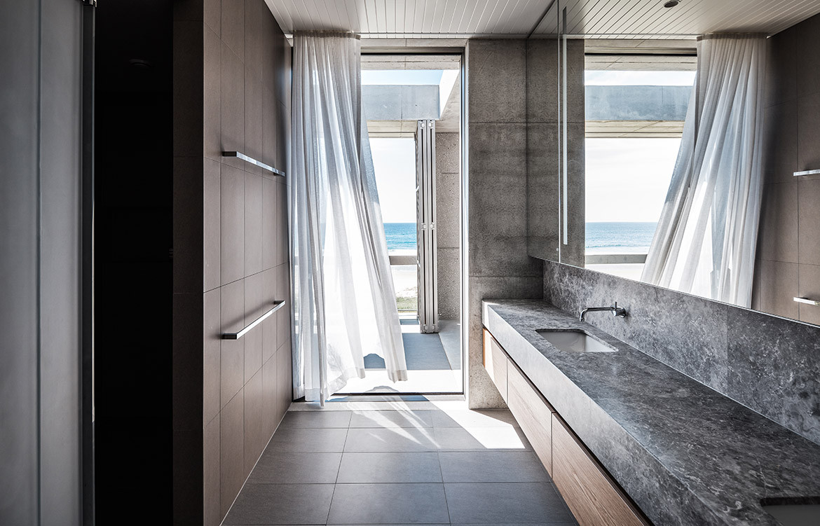 Mermaid Beach Residence B.E Architecture Queenslander Architecture CC Andy MacPherson toilet vanity
