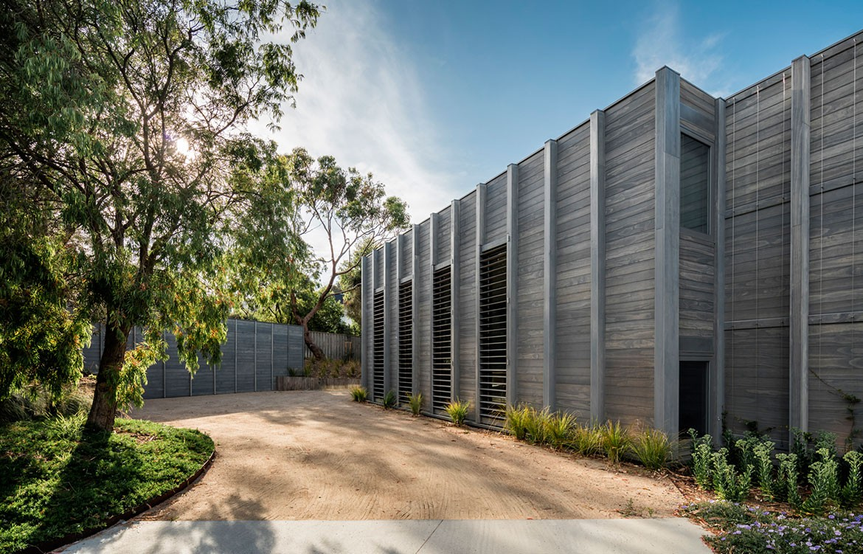 Mitsuori Architects Portsea Sleepout photography by Michael Kay backyard