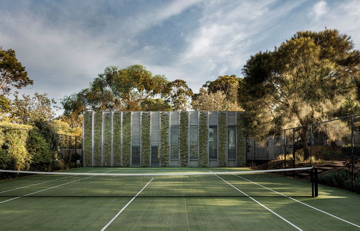 Mitsuori Architects Portsea Sleepout photography by Michael Kay tennis court