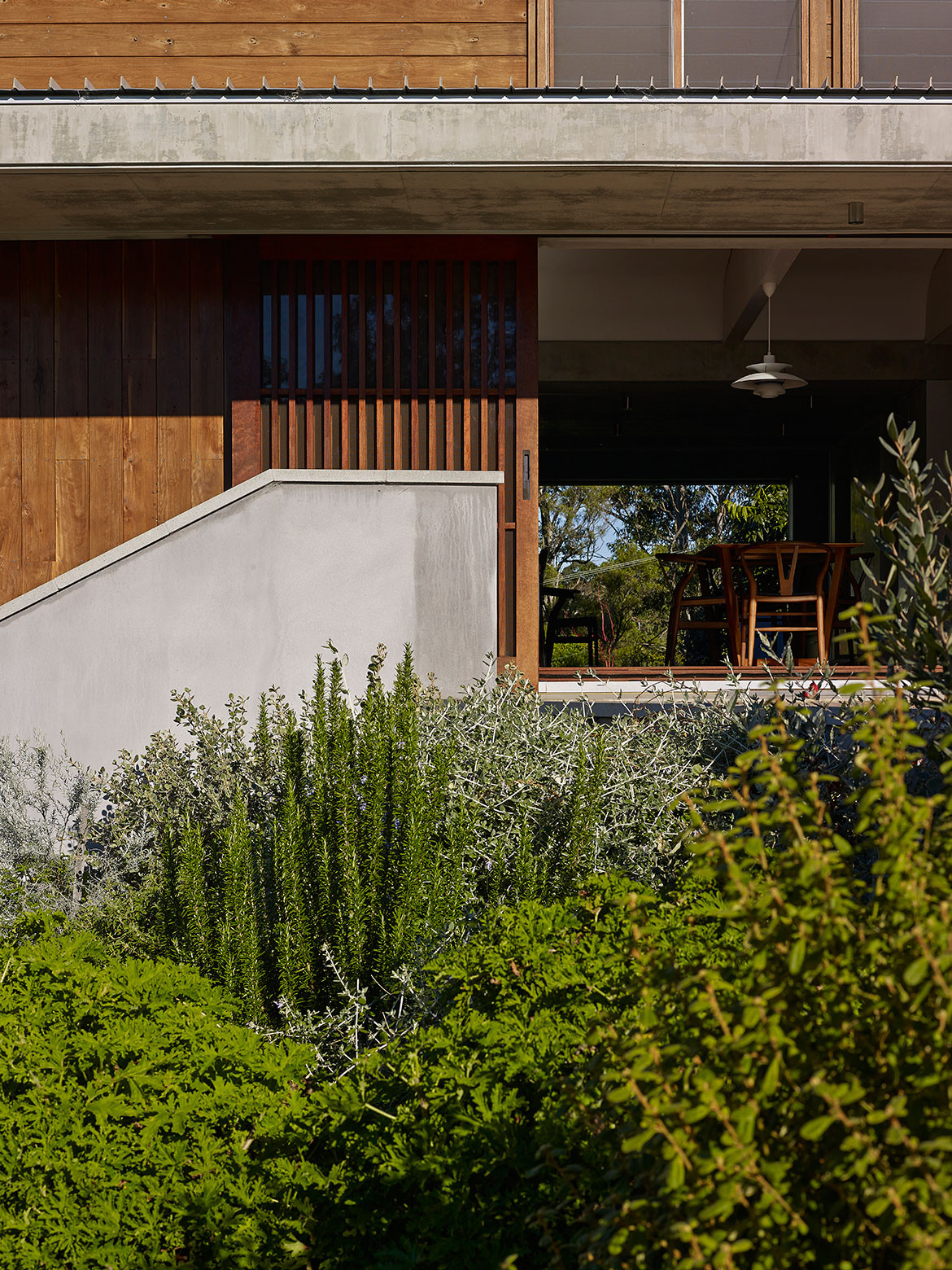 Mountainside House Hill Thalis cc Brett Boardman open dining exterior