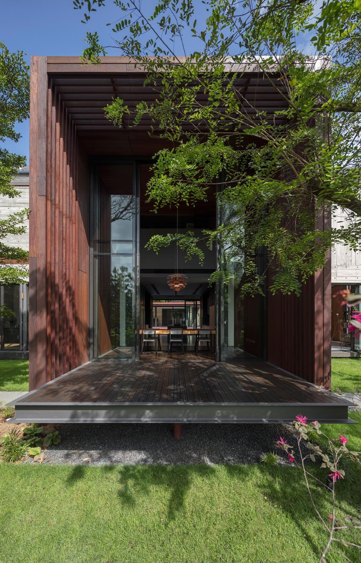 Multi-Generational House Photography by Masano Kawana Dining room extension