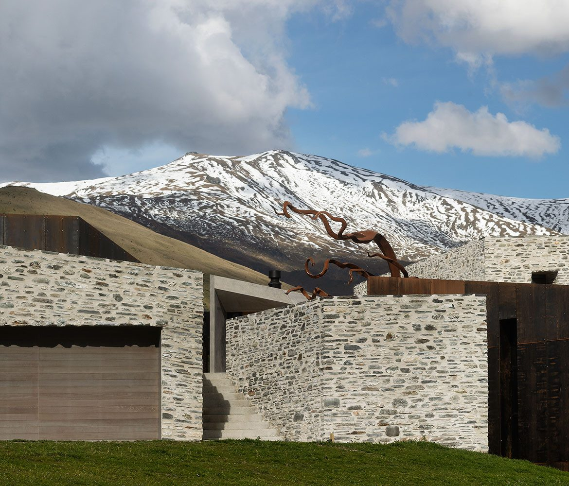 Arrowtown House (New Zealand) by RTA Studio cc Patrick Reynolds | Habitus House of the Year 2019