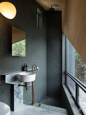 Bivvy House (New Zealand) by Vaughn McQuarrie Architects cc Simon Devitt   Habitus House of the Year 2019