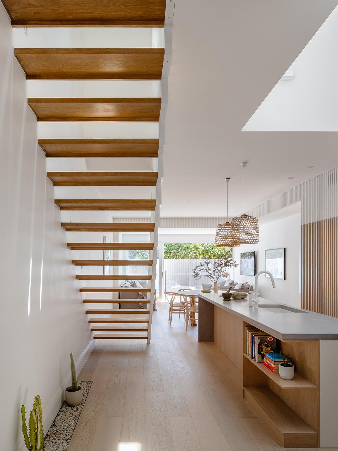 Coastal minimalism in North Bondi House by James Garvan Architecture