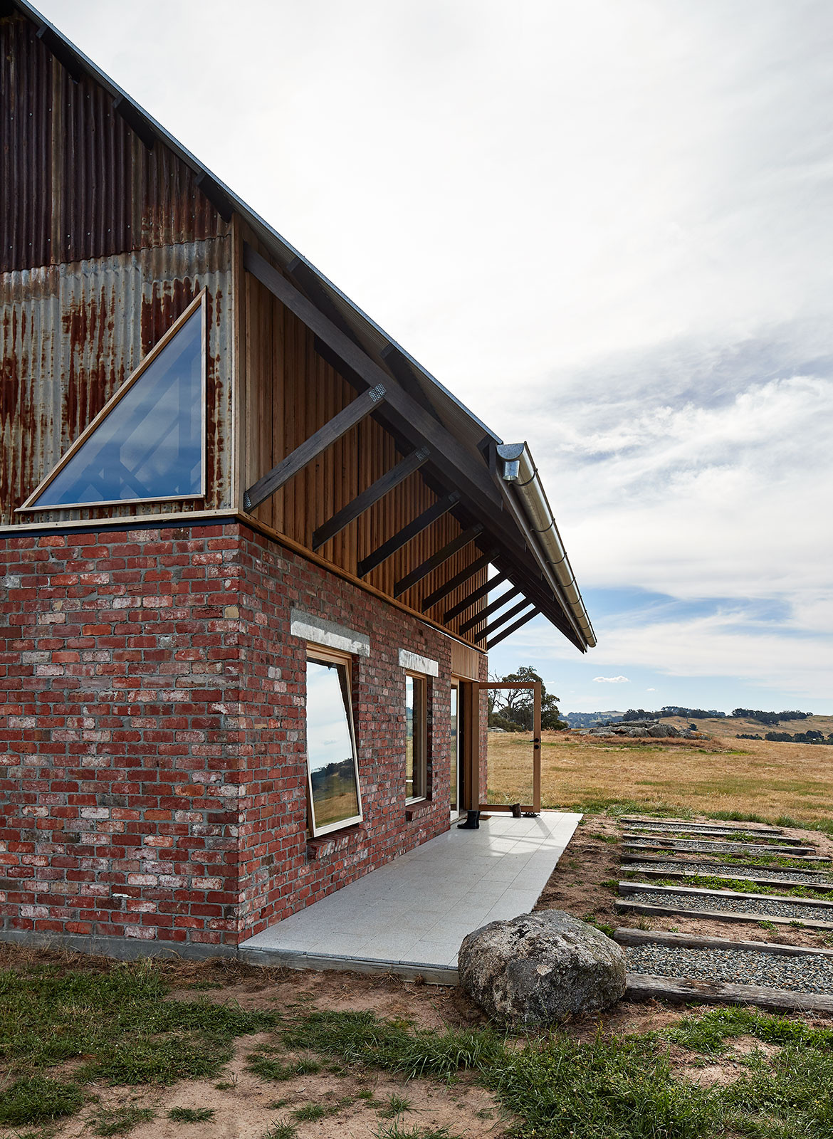 Nulla Vale MRTN Architects CC Peter Bennetts side of house