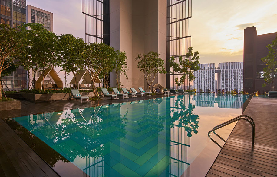 Oasia-Hotel-Downtown-Singapore-Infinity-Pool-Level-21