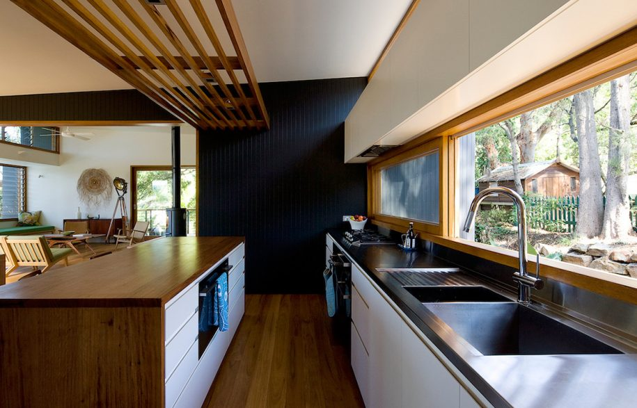 Ozone-HouseMatt-Elkan-ArchitectTreeHouse_kitchen