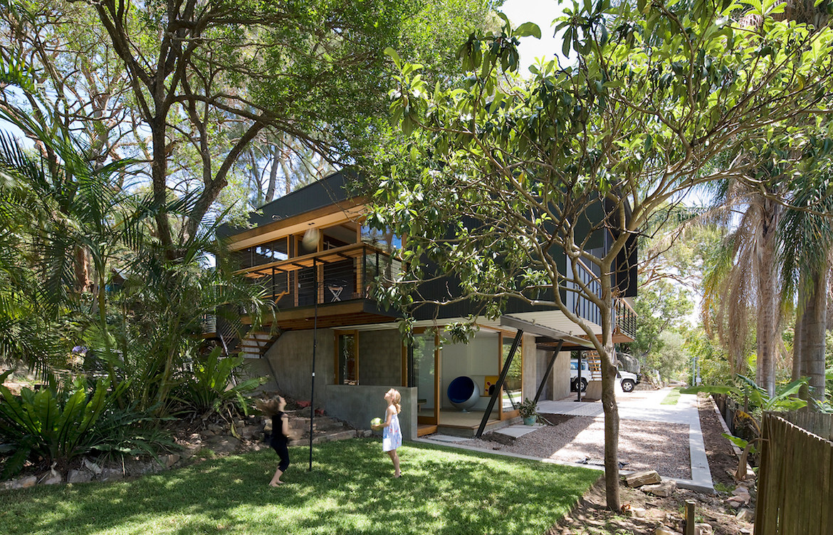 Ozone-HouseMatt-Elkan-ArchitectTreeHouse_yard