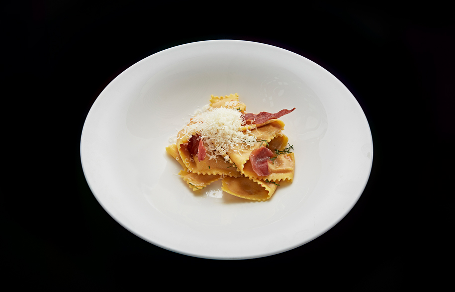 Pappardelle-alla-Amatriciana_Home-made-pappardelle-filled-with-Amatriciana-sauce,-sheep-cheese