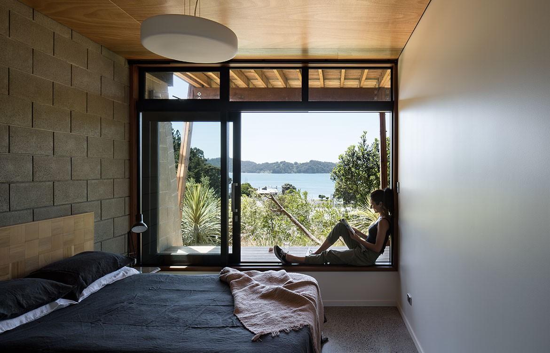 Pat De Pont Whare Koa bedroom