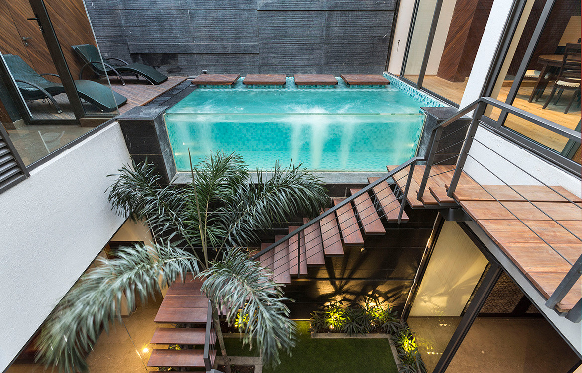 Pool Yard House Studio Ardete CC Purdesh Dev Nikhanj stair case floating pool and central courtyard