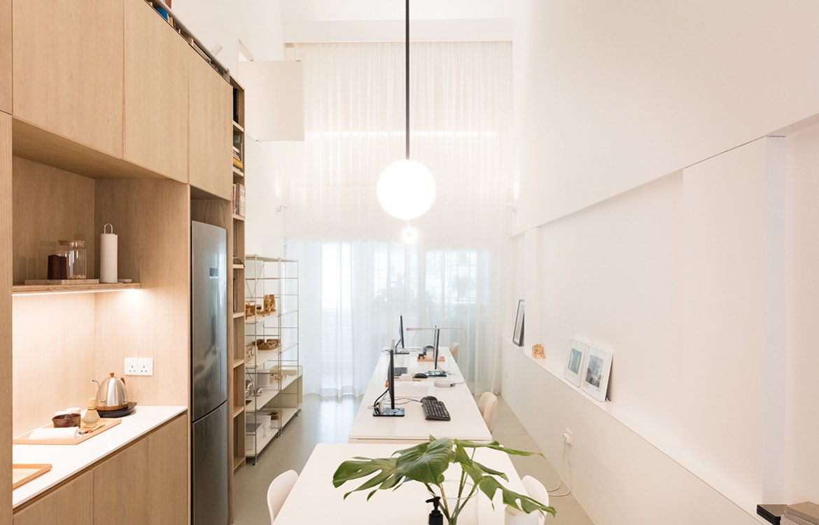 Project #13 Redefines Adaptable Living Space Design | dining / office space
