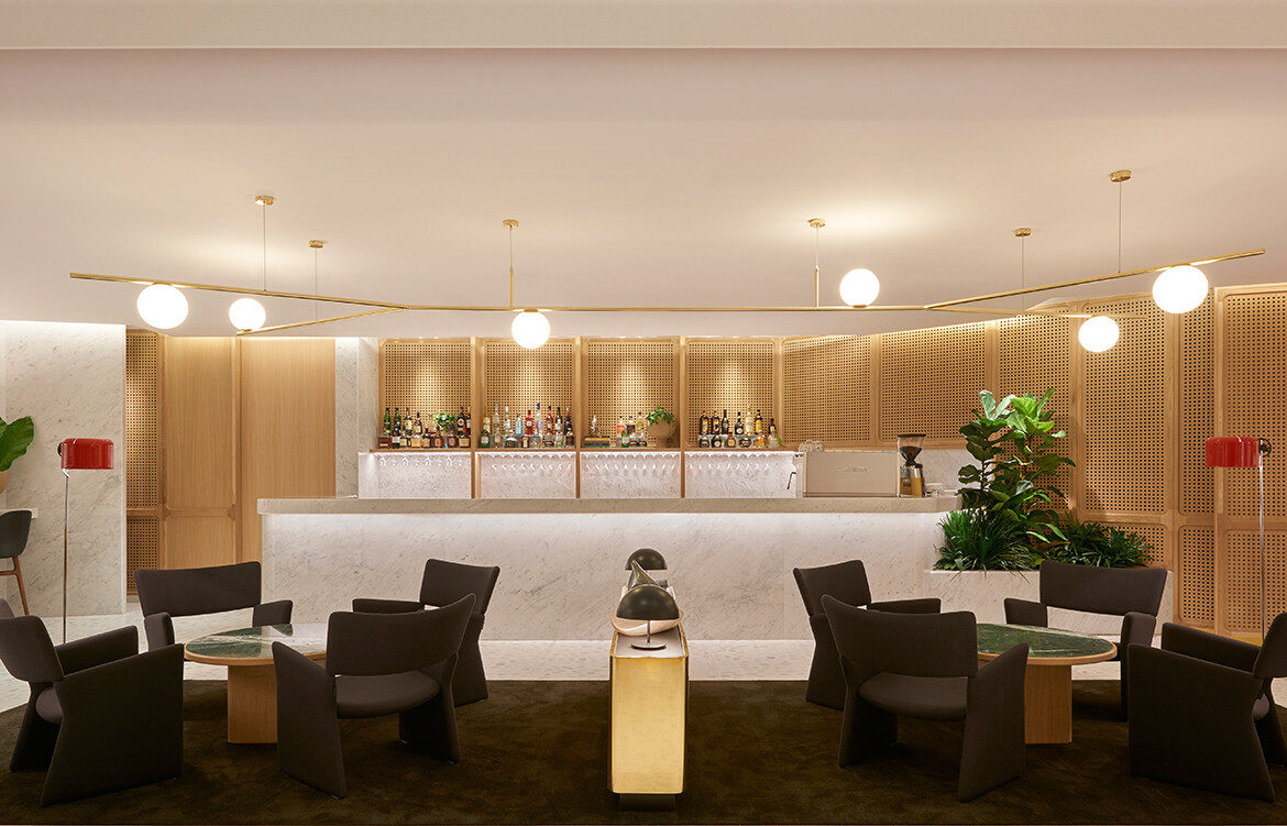 Carrara marble, European oak, brass finishes, and plush carpets make the luxurious interior design of the Qantas First Lounge Singapore by Caon Studio and Akin Atelier.