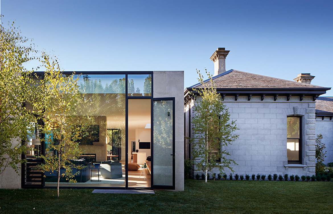 Pavilion House Robson Rak Architects CC Shannon McGrath backyard