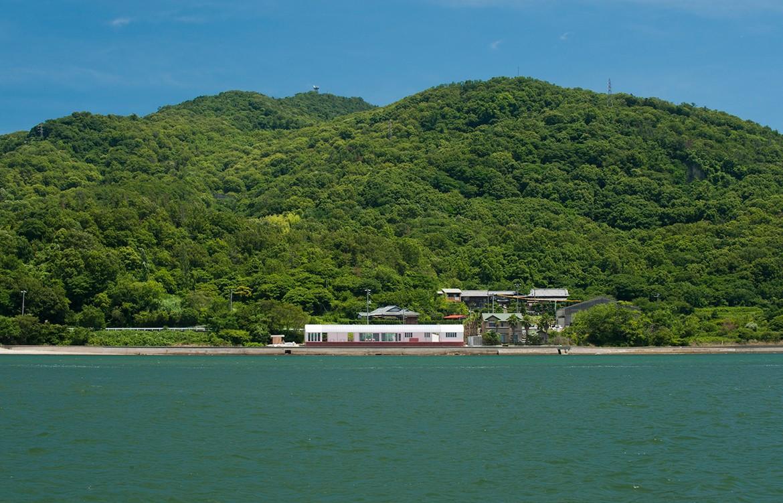 Restaurant on the sea Photography by Hiroshi Mizusaki exterior