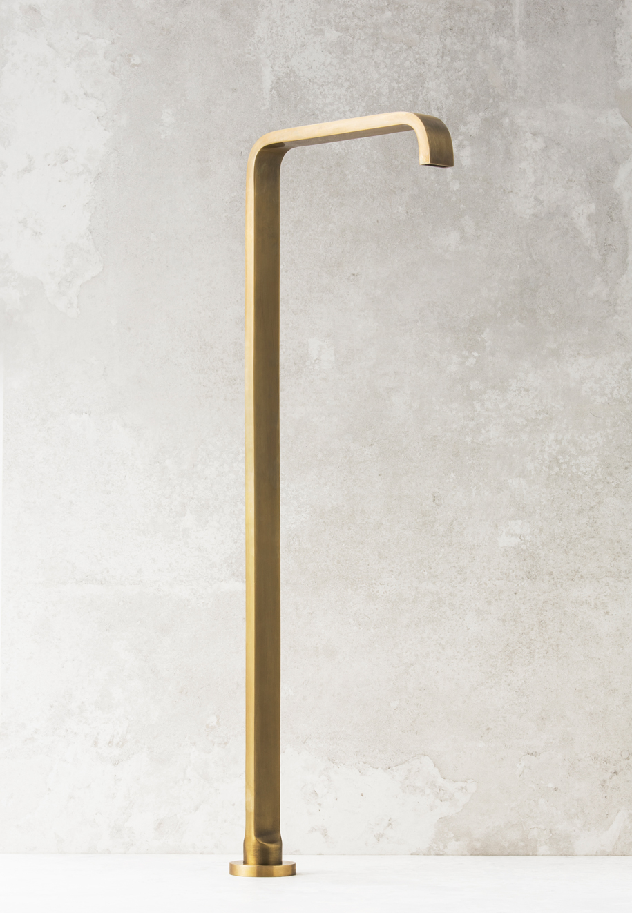 Rogerseller_Natural-Elements_Pinch-Bath-Outlet_Burnished-Brass
