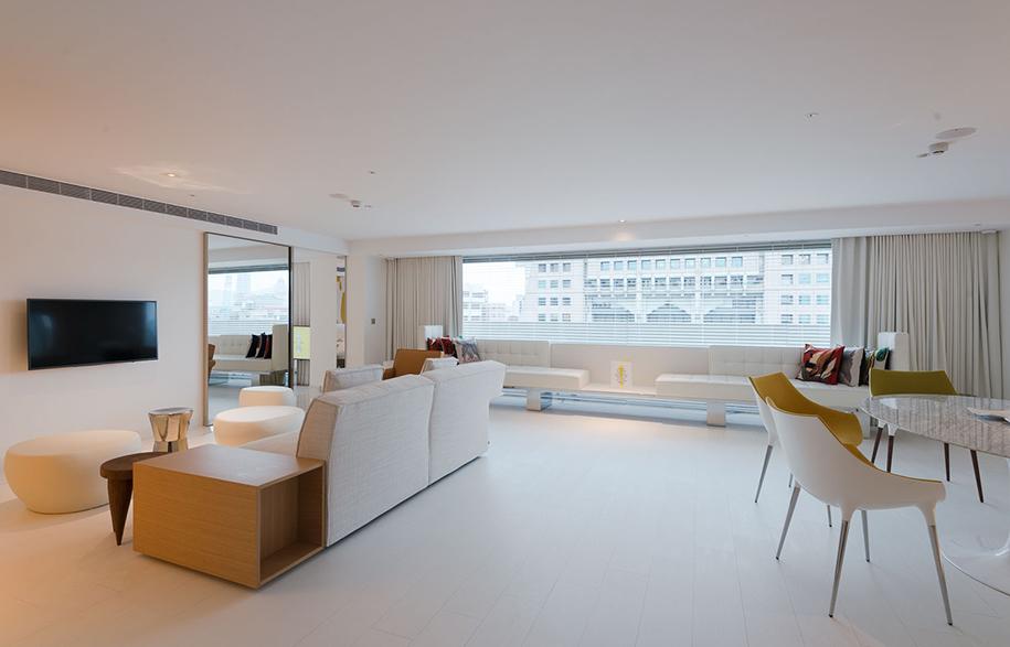 S Hotel Phillipe Stark living room