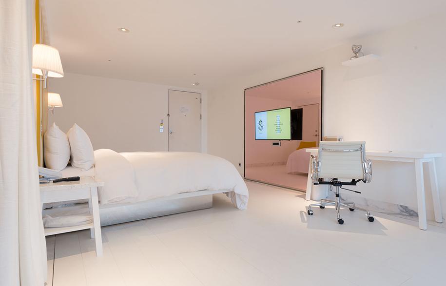 S Hotel Phillipe Stark suite