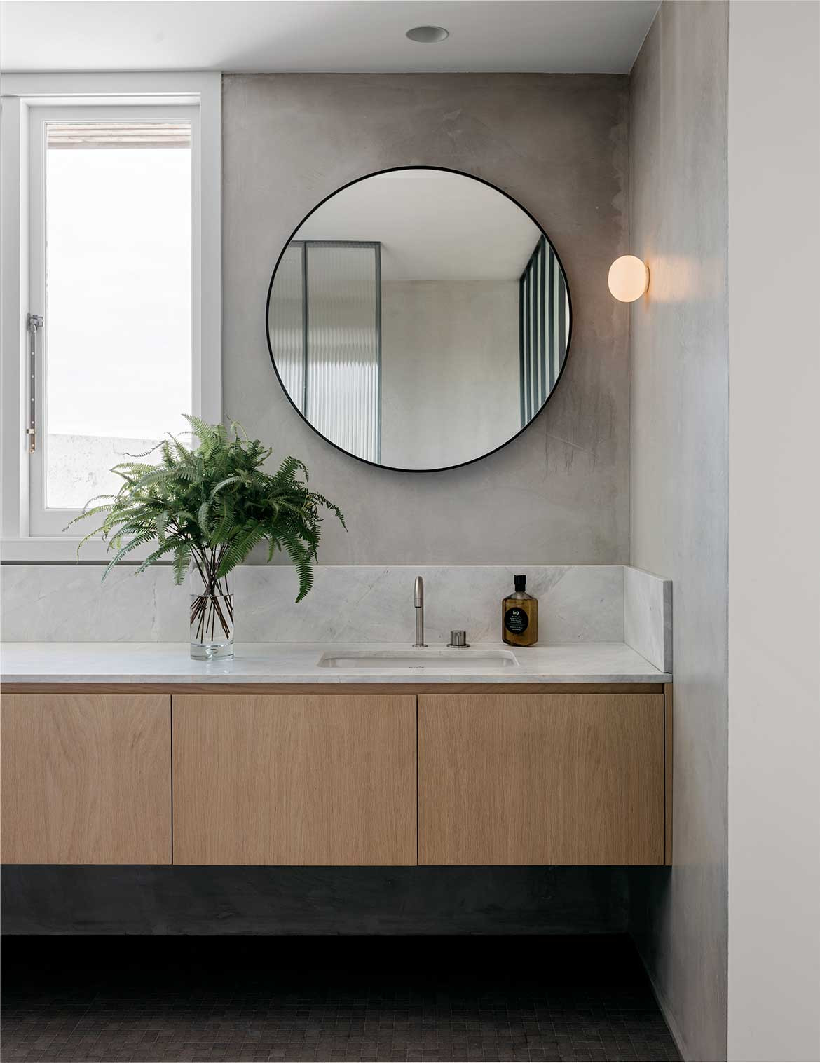 SJB Jonathan Richards Darlinghurst Residence cc Felix Forest bathroom