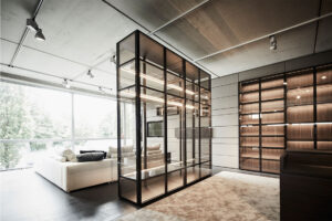 S28 Glass cabinet